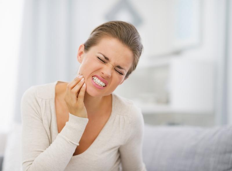 Woman with Jaw Pain | Ruggless Dental